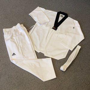 🔹 adidas Taekwondo Uniform